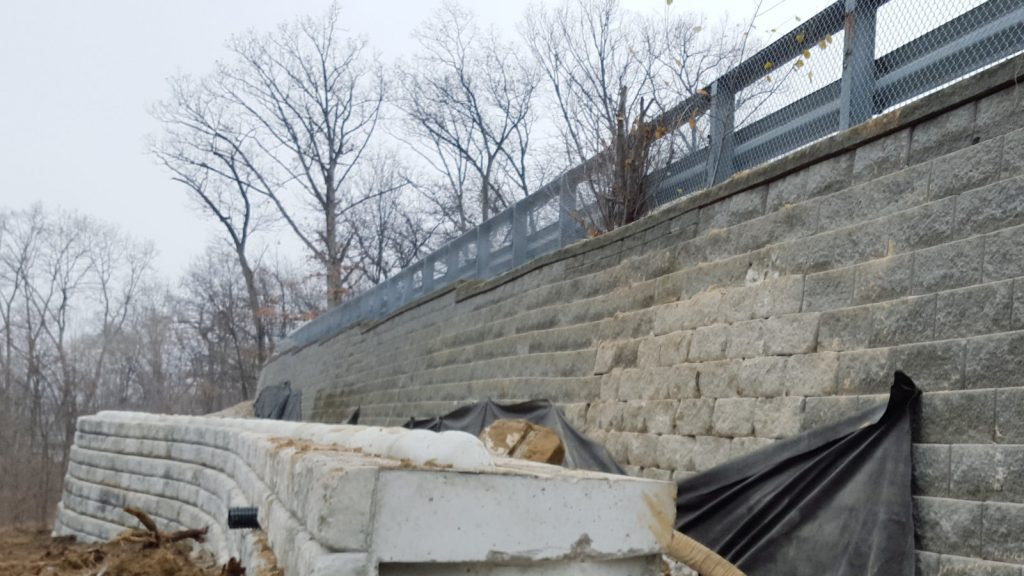 Dry cast retaining wall replacement with_Redi-Rock