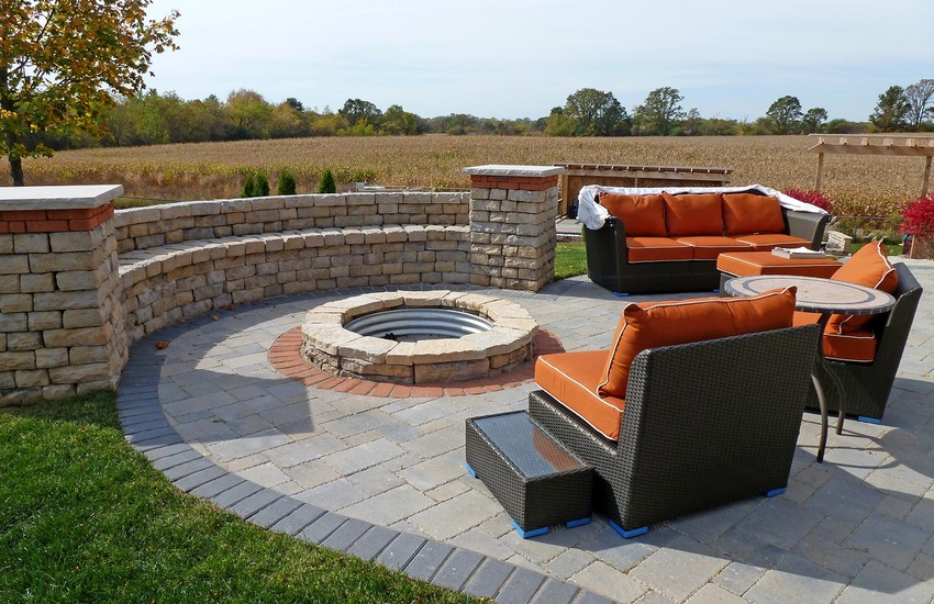 Rosetta_Dimensional_Fire_Pit_Wall_Patio_Area_FondduLac_9